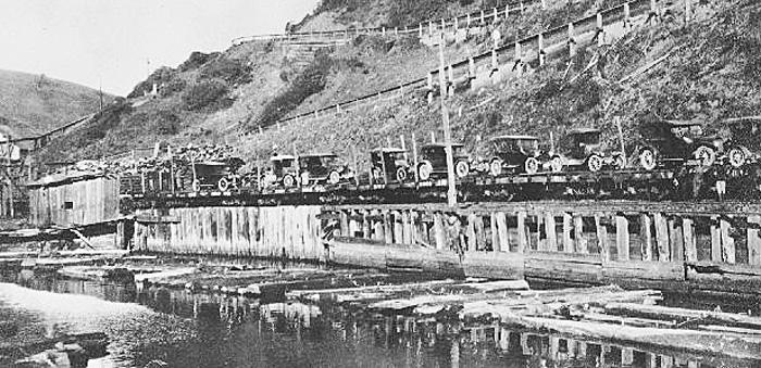 TrainofCarsWendling1915