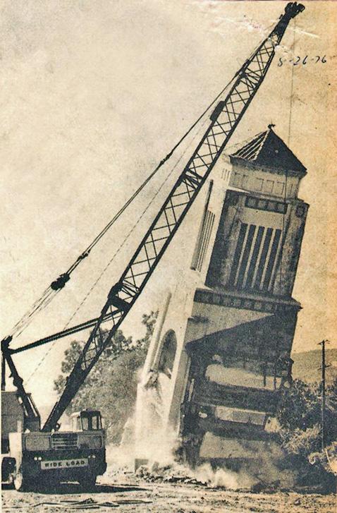 DemolishingQuake-RavagedTowerUkiah1976